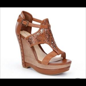 EUC Gianni Bini brown leather laser cut wedge